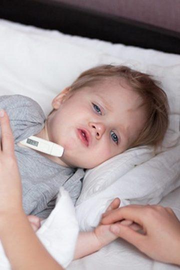 niños con fiebre