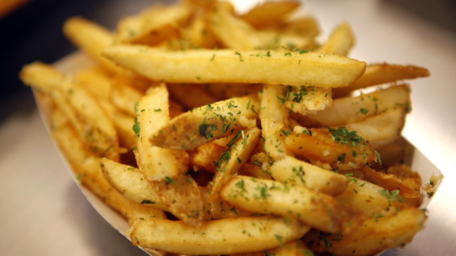 papas fritas con condimento